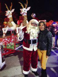 Santa Claus con trineo para entrega de regalos