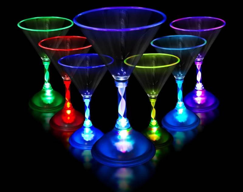 Copas con luz led for Copas y vasos para bar