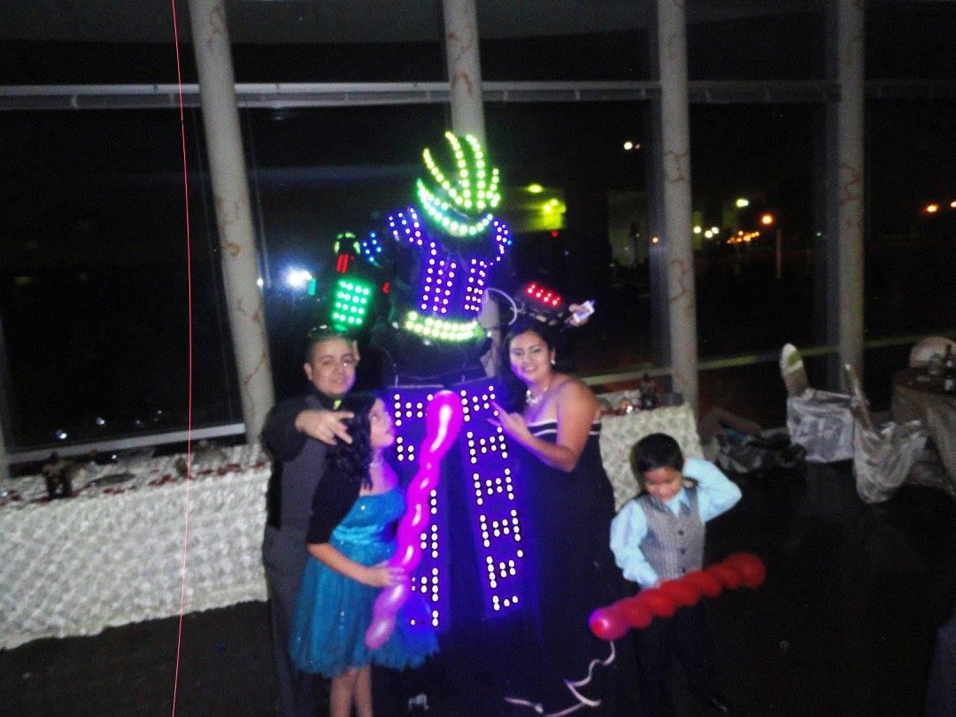 Show de robot con luces led - Decoracion los angeles ...